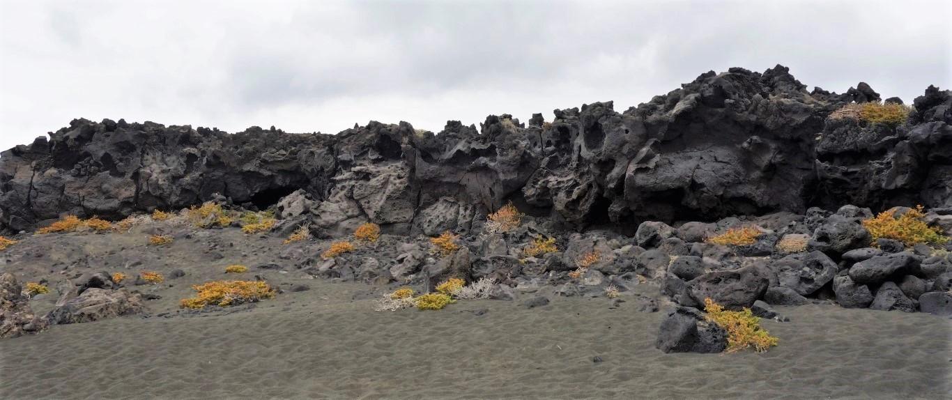 Lanzarote, na pláži z jemného sopečného písku