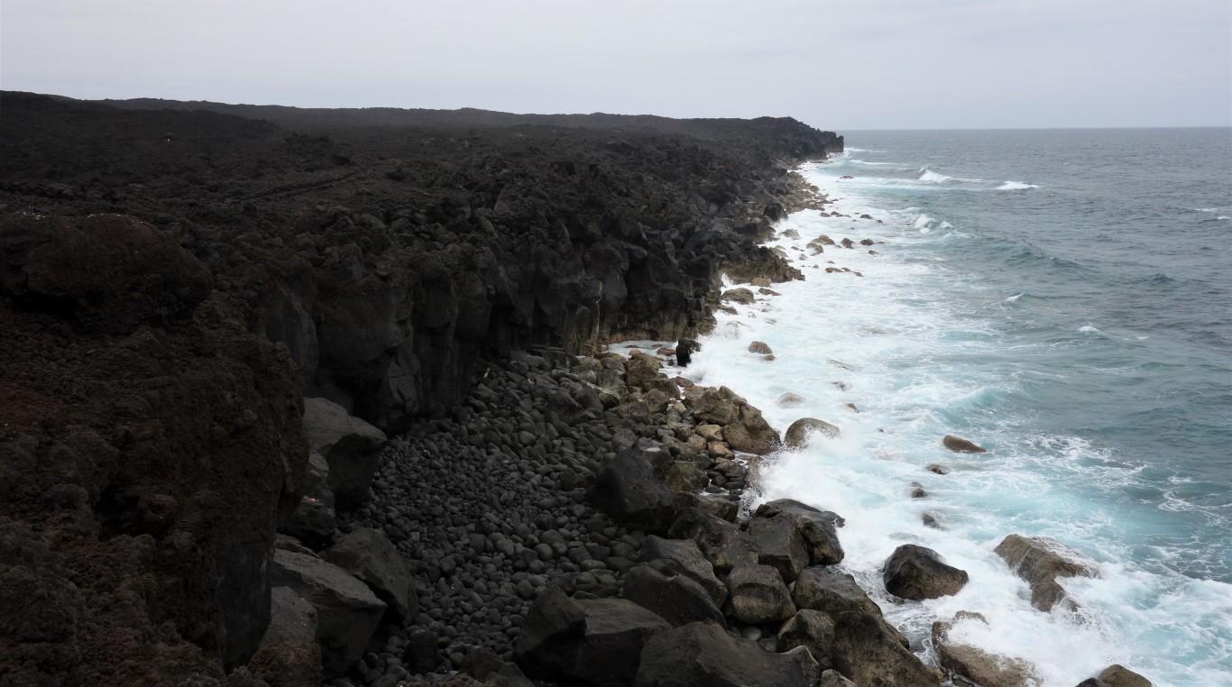 Lanzarote, lávový útes