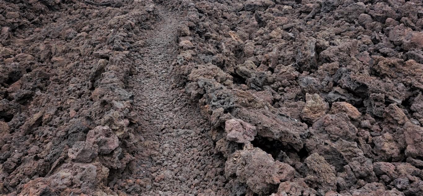 Lanzarote, cesta vyskládaná v lávě