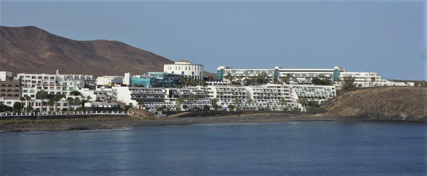 Hotelový komplex ve východní části Playa Blanca