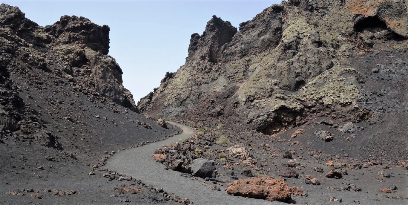 Uvnitř kaldery Montaña del Cuervo