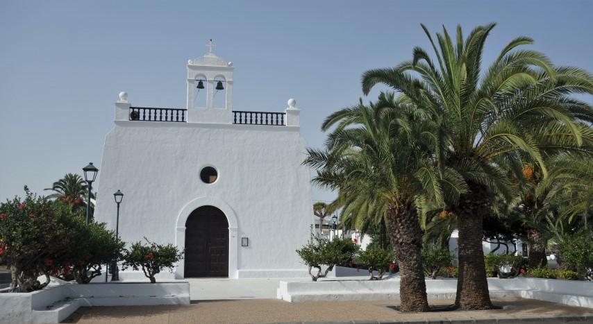 Kostelík ve vesnici Uga